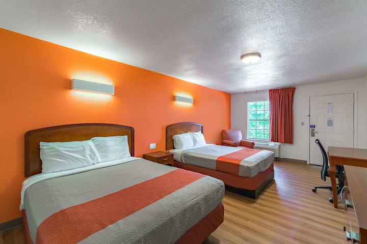 Coratel Inn & Suites Giddings - 2 Queen Bed Non-Smoking