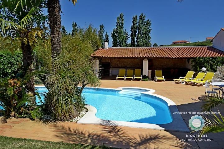 Villa com piscina privada, Alcobaça by iZiBookings