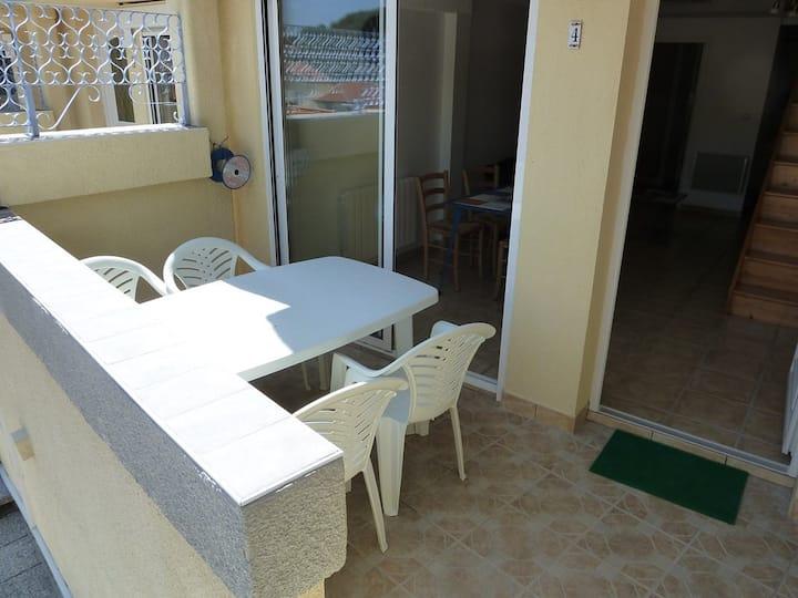 Appartement de type F3 en duplex avec parking et Terrasse - proche des Thermes