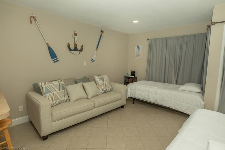 SPC 8132 - This Studio is a short walk to the beach and can sleep 5