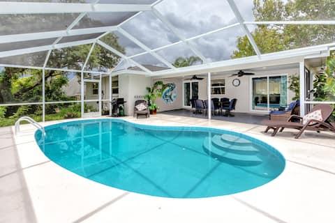 Modern Home, Heated Pool, Close to Beaches!