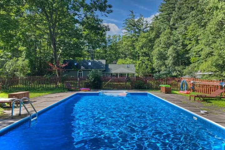 Phoenicia Farmhouse: Private Getaway with Pool, Close to Phoenicia Diner