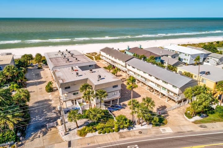 Gulfside Villas - NEW! Beautifully decorated 3-story beach front Townhome!
