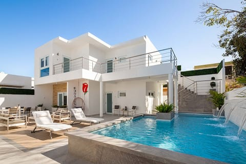 Modern Suite - Gorgeous property with access to pool - Unit 6