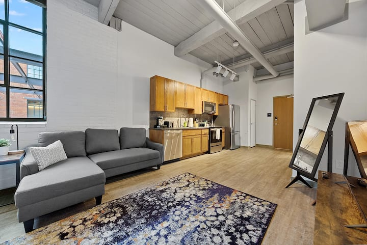 Brooklyn Style Studio Loft in the HEART of Superior Arts District #210
