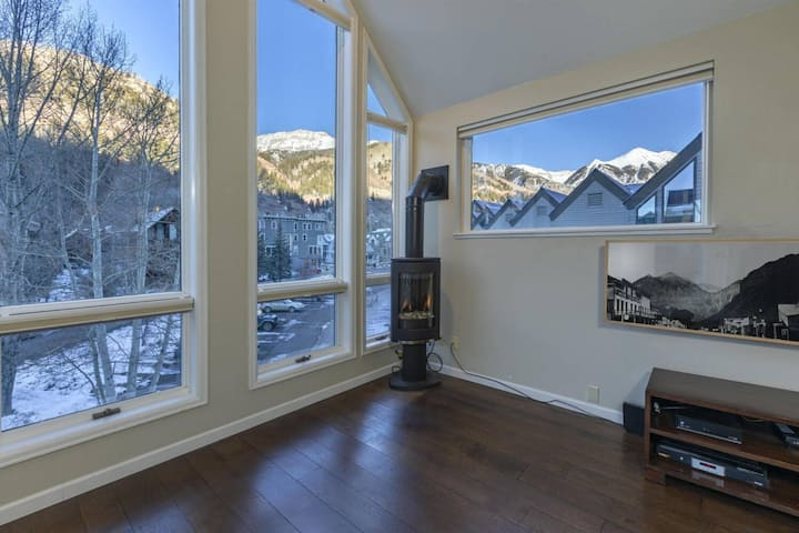 Viking Lodge Penthouse | Downtown Telluride | Walk To All the Action & Chairlift Access