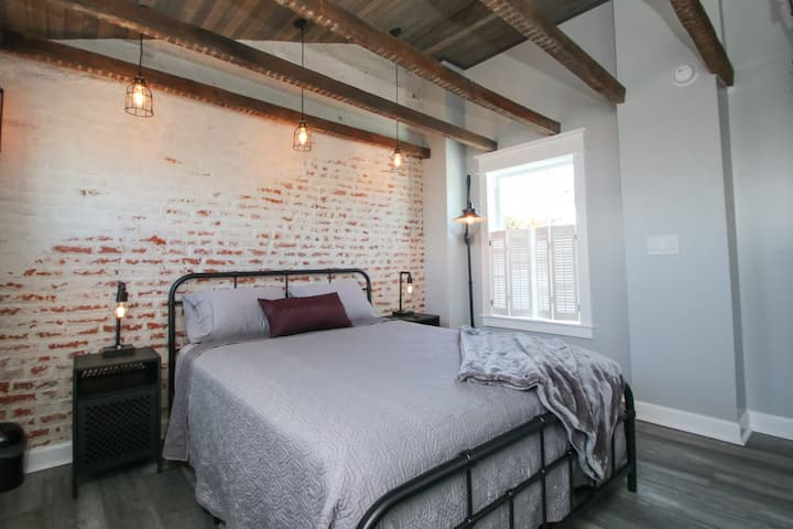 Adorable trinity in the heart of Fishtown. Sleeps 5!