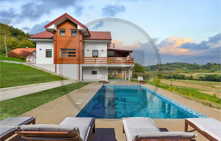 Amazing home in Busin with Outdoor swimming pool, Sauna and 3 Bedrooms