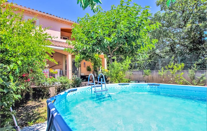 Awesome home in Beaumes de Venise with Outdoor swimming pool, WiFi and 2 Bedrooms