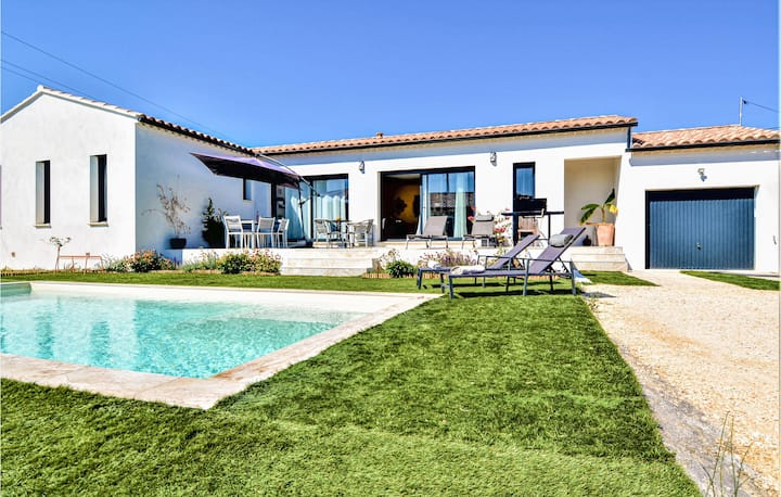 Stunning home in Connaux with Outdoor swimming pool and 3 Bedrooms