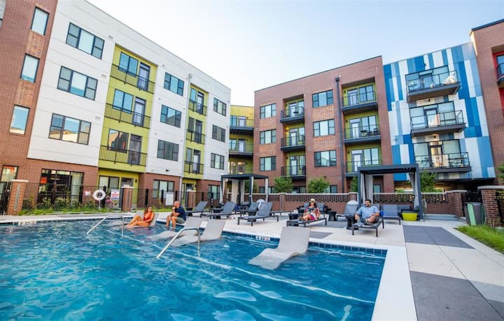 Upscale Urban Living + Free Parking @ CityWay