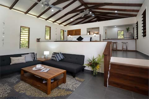 Whispering Palms Deluxe Villa - Absolute Beachfront