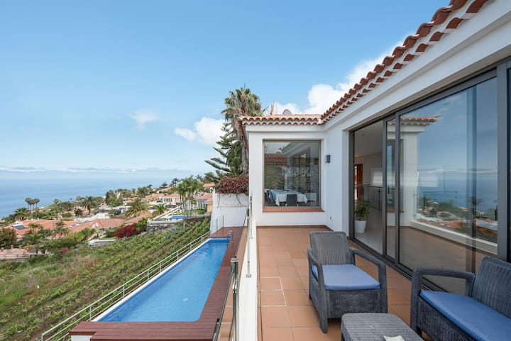 Holiday Home 'Casa Santa Úrsula' with Sea View, Pool, Wi-Fi & Garden; Parking Available