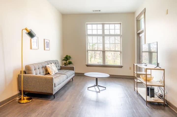 Urban Living 1BR in Uptown Area w/Parking, Gym