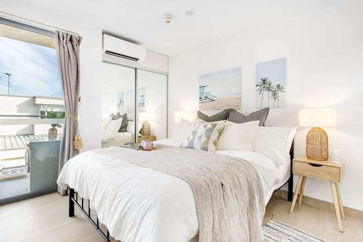 A Cozy Chic Beach Studio, 5min walk to Bondi Beach
