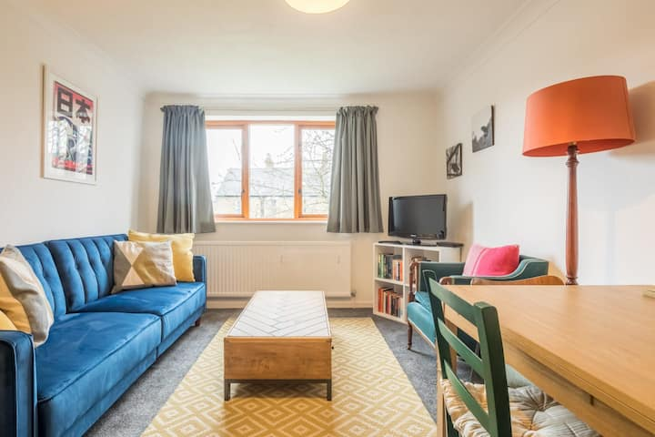 Charming & Comfy Flat with Private Parking