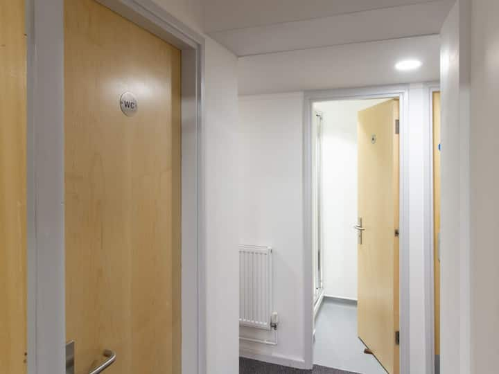 Student Only Property: Contemporary CLASSIC NON EN-SUITE