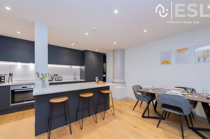 🏠Stunning Converted Church Apartment, Town Centre with Parking 🏠