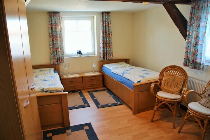 Zweibettzimmer auf einem Ferienhof