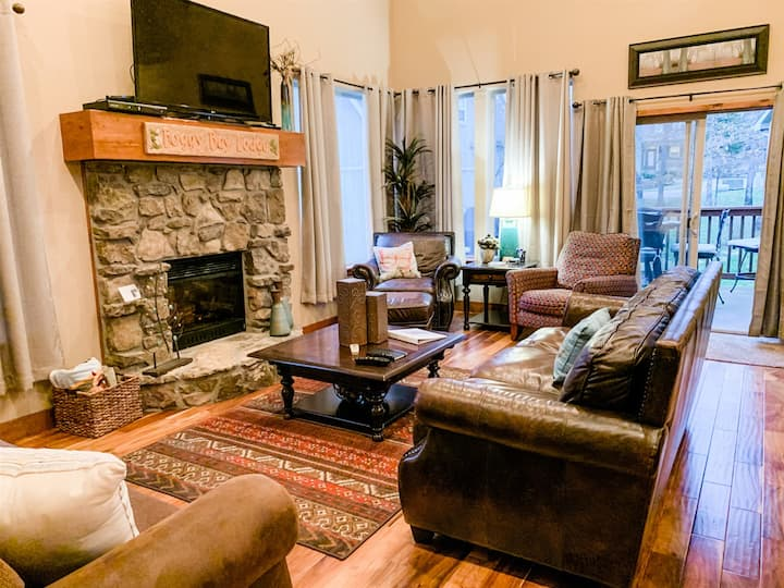 Lovely 4 Bedroom Home in Branson Canyon