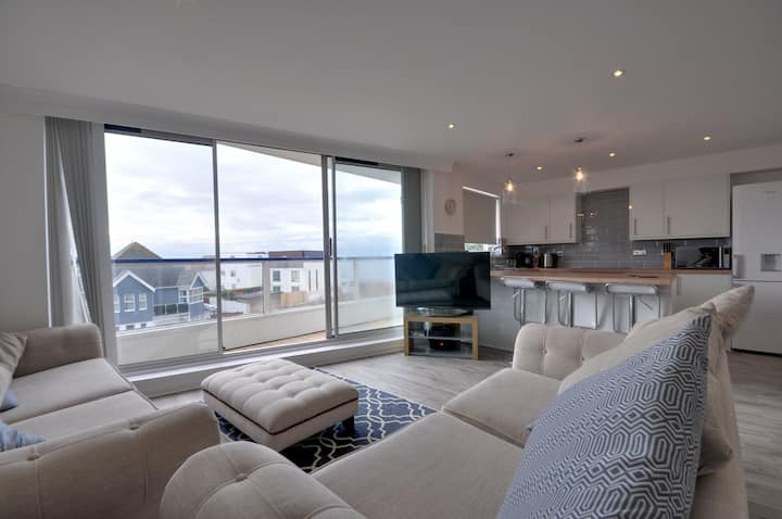 Southbourne Sands: Newly Refurbished 2 bedroom apartment, clifftop, balcony, WIFI