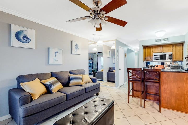 Second-Floor Condo w/Free WiFi, Views, Shared Pool, Hot Tub, & Washer/Dryer