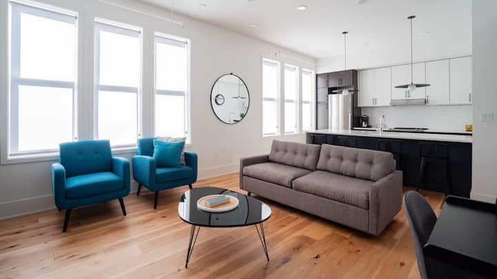 Trendy Downtown Condo - Neat Suites