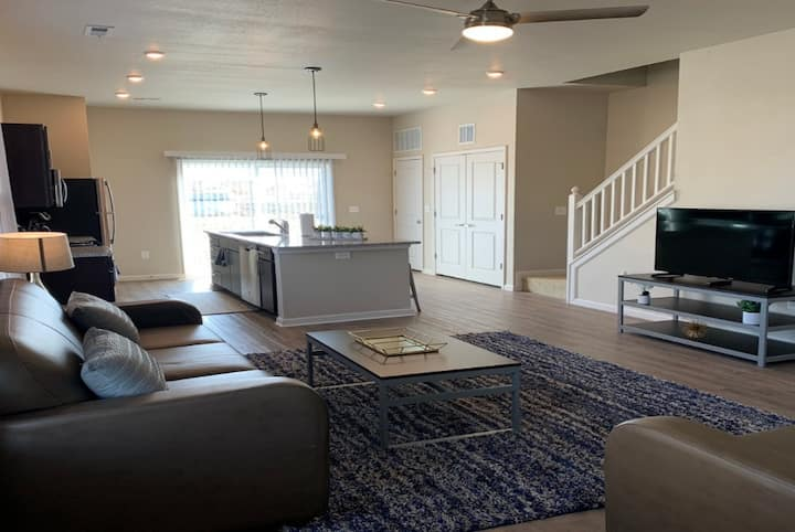 4-Bedroom Spacious and Modern House with Amazing Amenities
