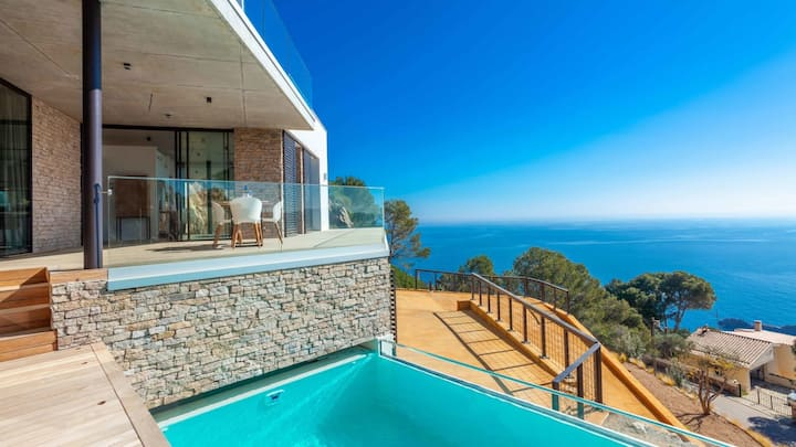 Contemporary Luxury VIlla with Pool and Sea Views