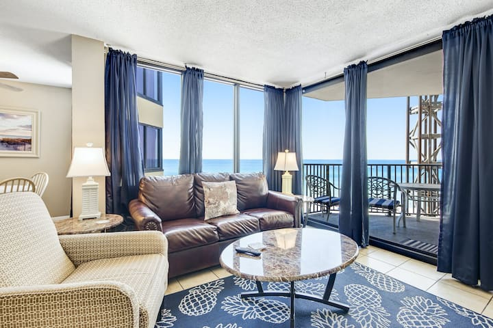 Beachy & Bright Condo W/ Shared Pool, Beach Access, Private Balcony & Free WiFi!