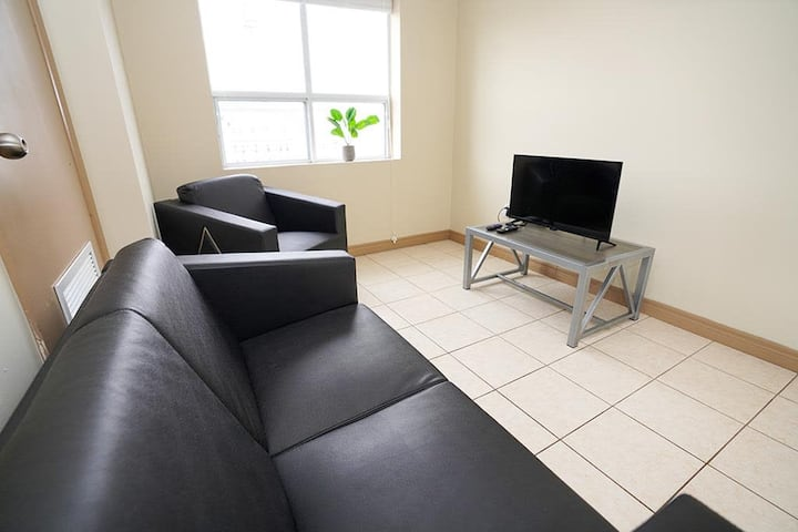 Cozy 5 Bedroom *Lester Suites* in Heart of Waterloo