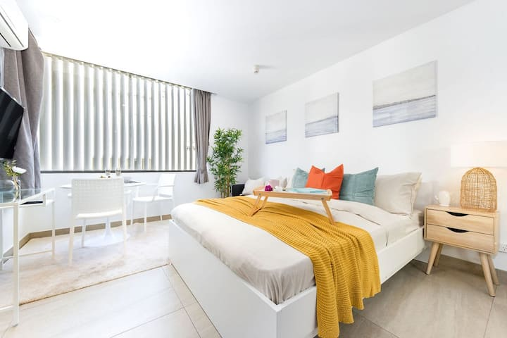 A Cozy & Stylish Beach Studio, 5min walk to Bondi Beach