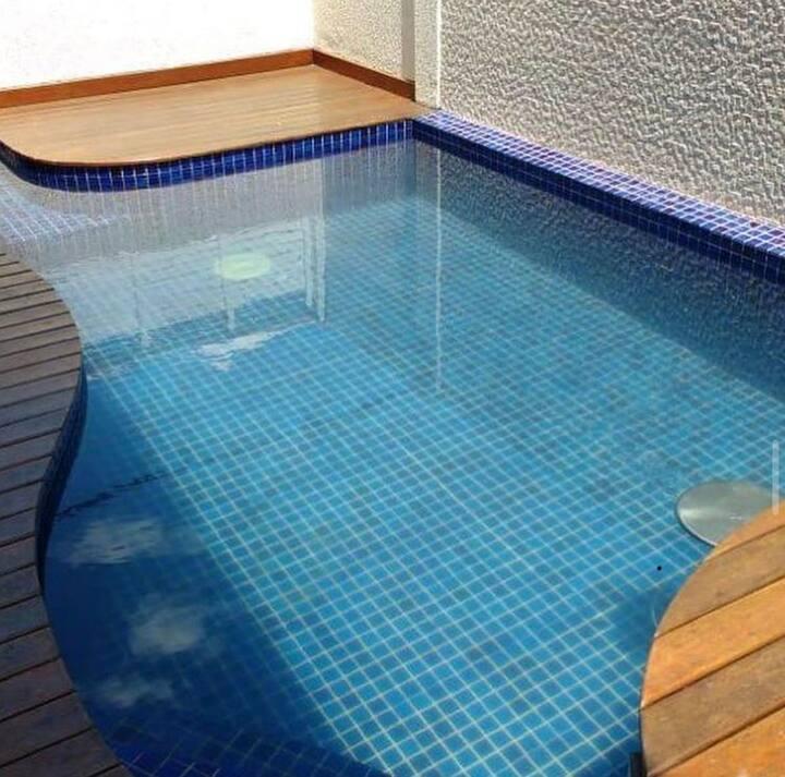 Casa com piscina a 100 metros da Praia de Maresias.
