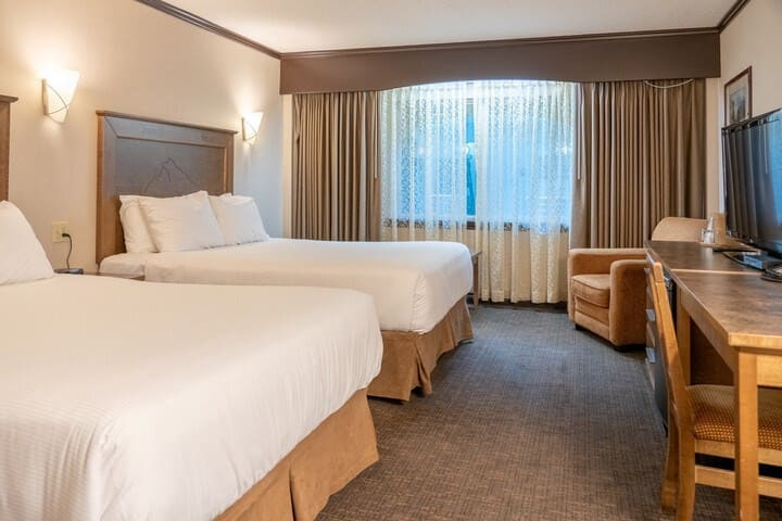Cozy Room in Banff with Air-Conditioning | Free Indoor & Outdoor Parking