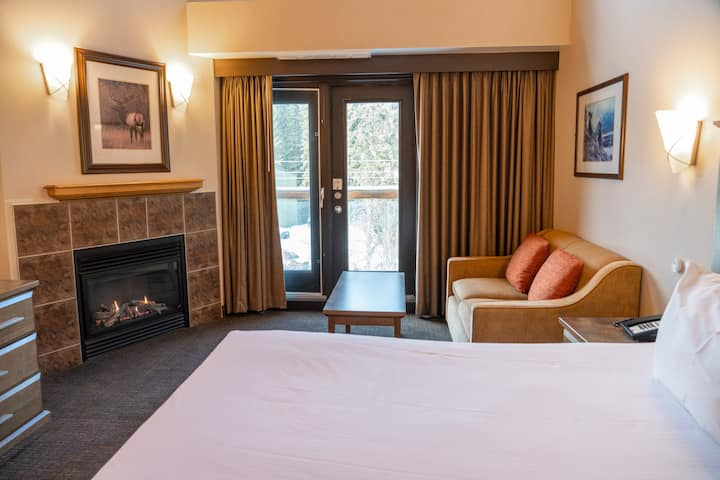 King Suite with Jetted Tub + Gas Fireplace | Parking + On-Site Ski Lockers