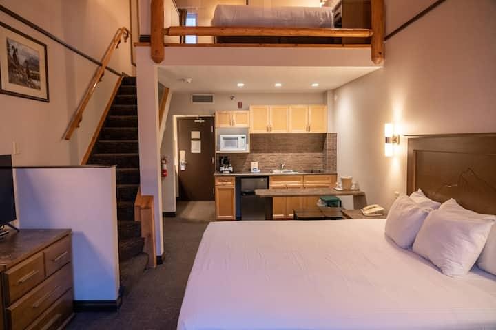 Comfortable Loft Suite Along Banff Ave. | Mountain View + On-Site Ski Lockers