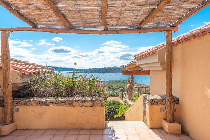 """Holiday Apartment """"Trilocale N8 - Porto Mannu"""" with A/C, Sea View and Terrace; Parking Available"""