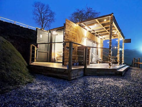 Self Contained Hot Tub Glamping + BBQ/Fire Pit in Countryside - Winnies Lodge