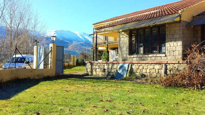 House with 6 bedrooms in Navaluenga, with wonderful lake view and enclosed garden