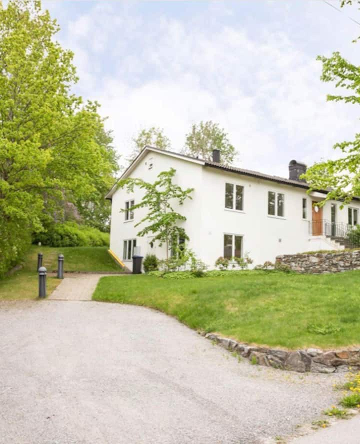 Lovely villa with 4 bedrooms close to the sea and Stockholm city -
