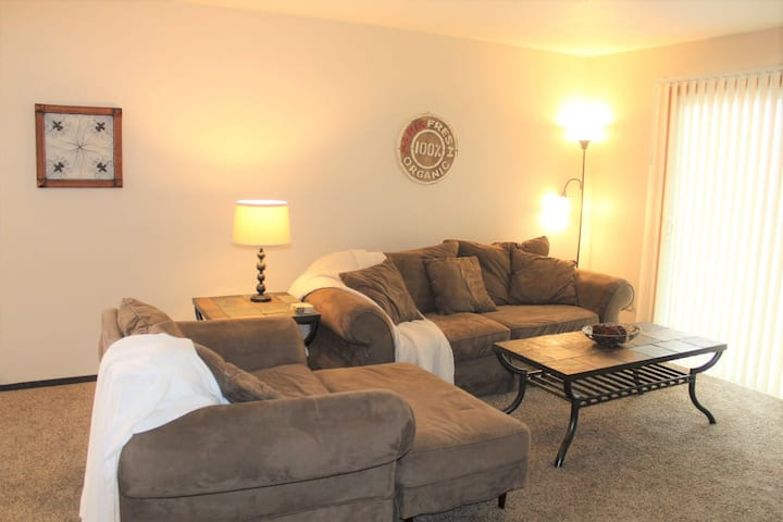 2 Bed, 1.5 Bath short and long term furnished rental in Fargo, ND.