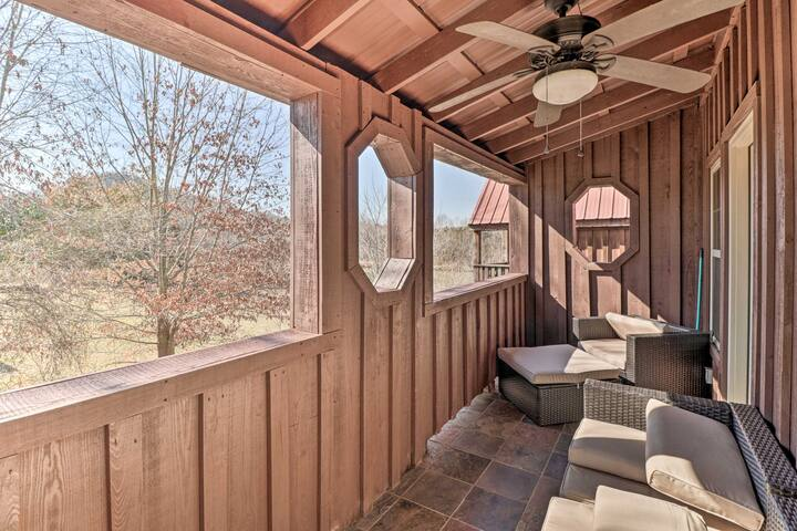 NEW! River Cabin w/ Balcony < 1 Mile to Sugarloaf!