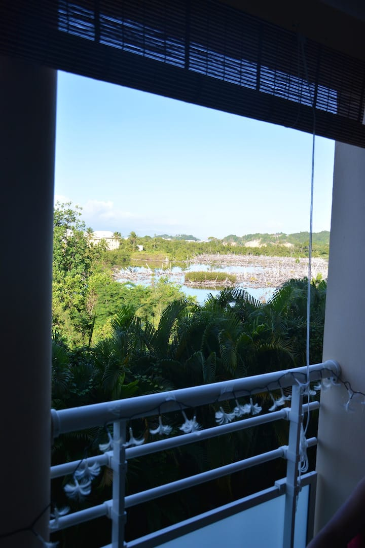 Apartment with one bedroom in Le Gosier, with wonderful sea view, furnished terrace and WiFi