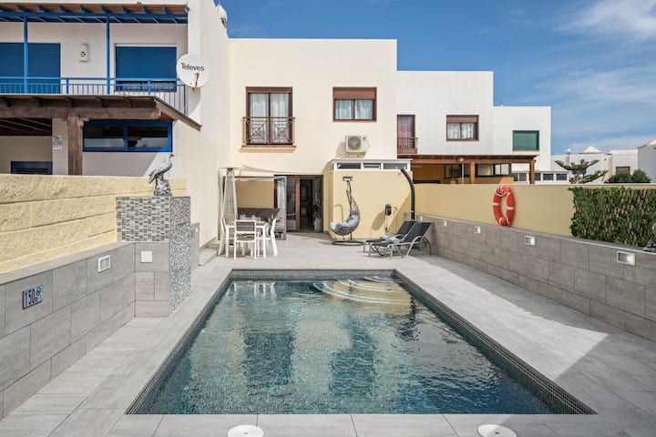 Cozy Villa Beatrice with Pool, Wi-Fi, A/C & Terrace