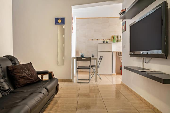"Cozy Apartment ""Lanzarote Apartamento Arrecife A"" with Fast Wi-Fi & Terrace; Parking Available"
