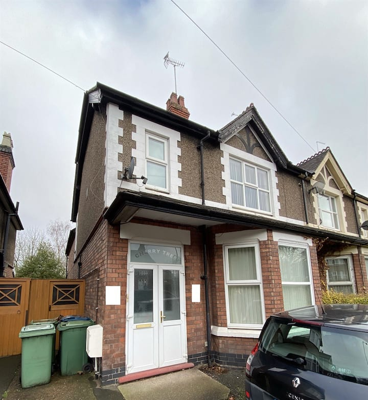 🏠Spacious Victorian Style House in Stafford Centre, Ideal for CONTRACTORS 🏠