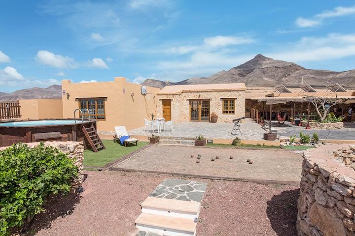 Villa La Vista de Tefía met bergzicht, zwembad, Wi-Fi, terras & tuin; Parkeerplaats Beschikbaar