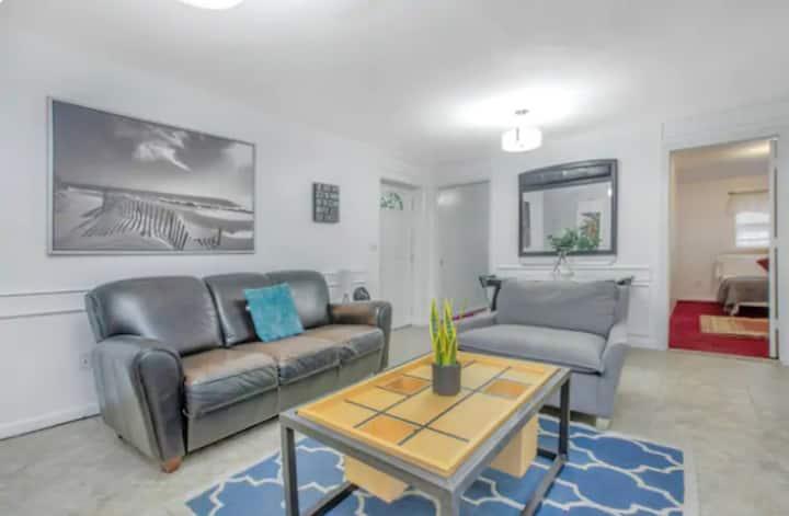summer breeze  - 2 bedroom apartment Backyard Grand 8/9  Private Bathroom Private Kitchen