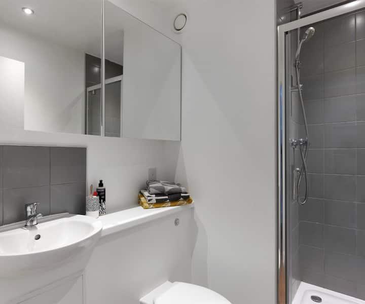 Cosy Premier En-suite in 7 Bed Apartment