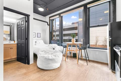 Designer Studio in the Heart of Downtown